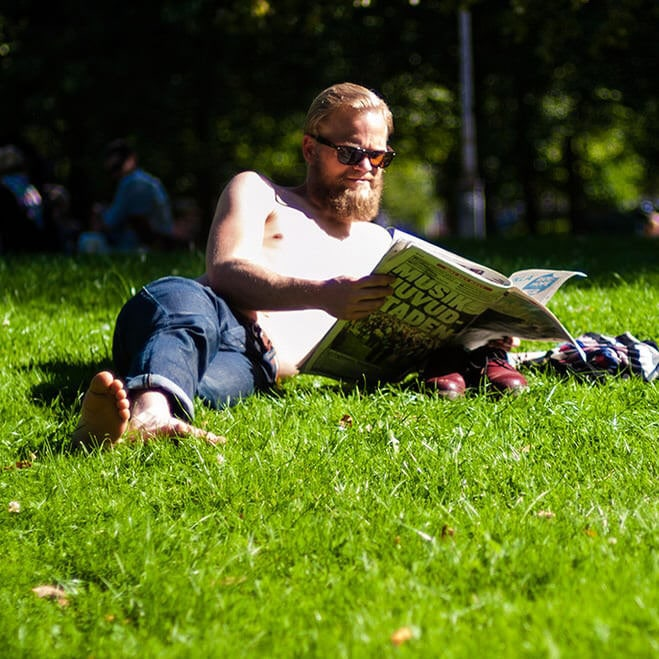 people reading göteborg